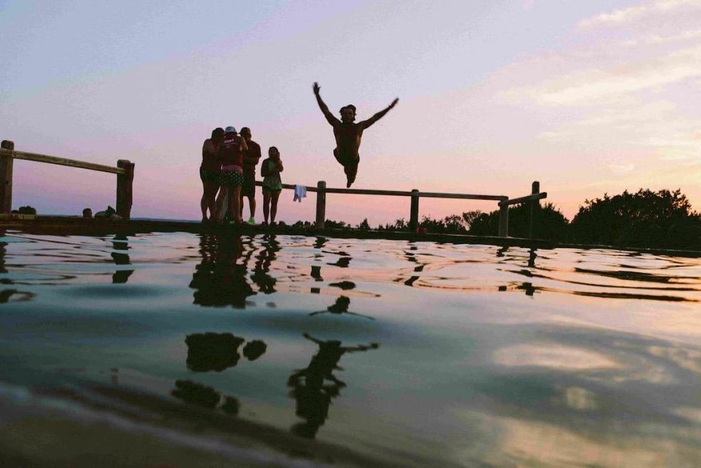saut piscine chauffée par un tracker solaire lumioo